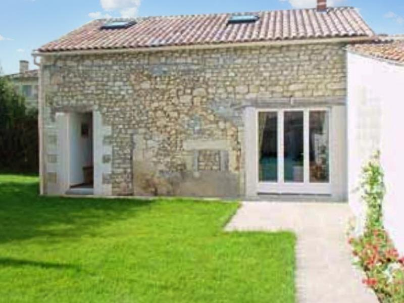 Country house in Saintonge with 2 bedrooms and garden - Image 1 - Fort sur Gironde - rentals