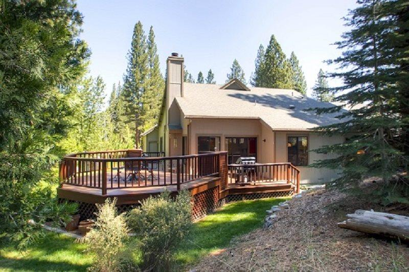 #110 TAMARACK Gorgeous Deck, on the golf course $220.00-$235.00 BASED ON FOUR PEOPLE OCCUPANCY AND NUMBER OF NIGHTS (plus county tax, SDI, and processing fee) - Image 1 - Plumas County - rentals