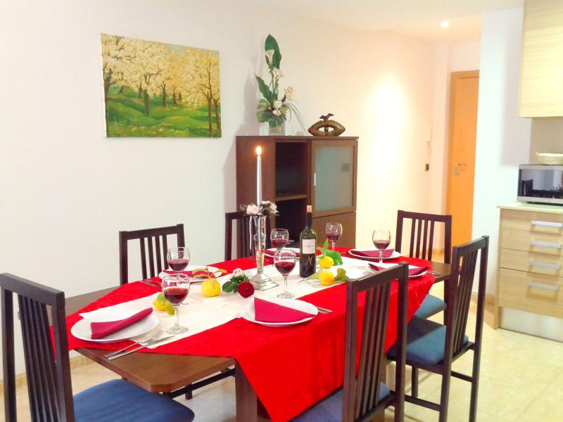 """living / dining room, long table with chairs - """"ANA II BEACH-CITY""""-apartment - Lloret de Mar - rentals"""