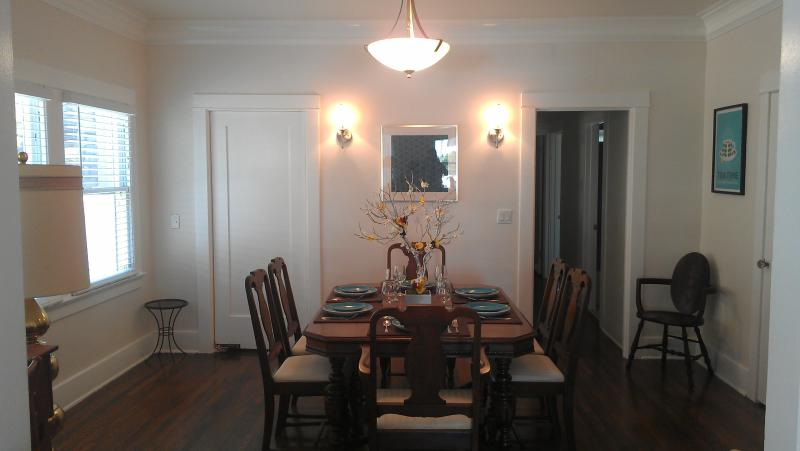 Large two bedroom apartment in Hollywood!!! - Image 1 - Los Angeles - rentals