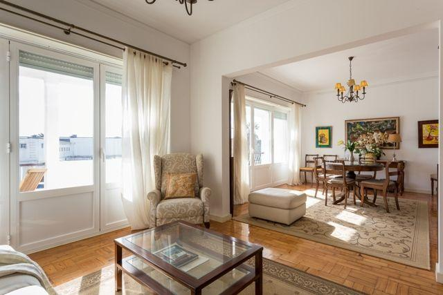 Carcavelos - Holiday Beach Apartment - Image 1 - Carcavelos - rentals