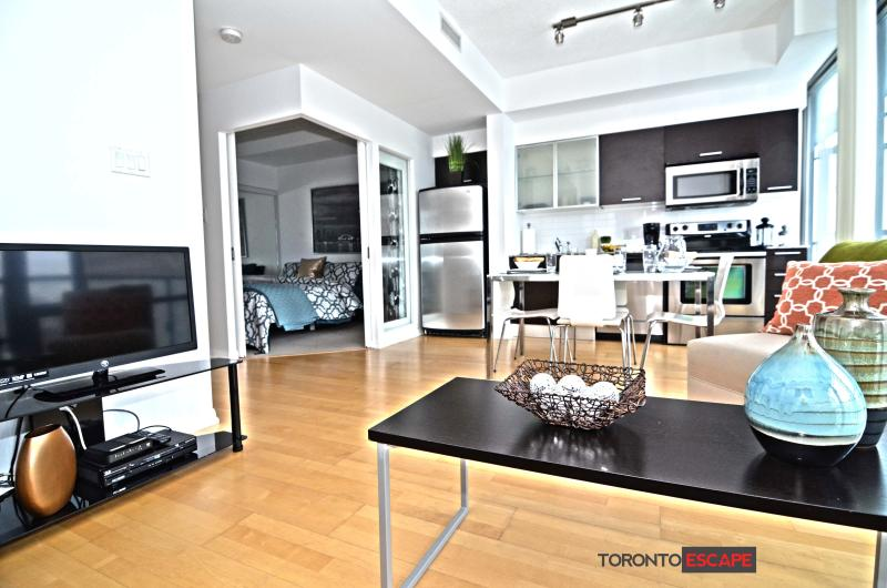 Open concept living, dining and kitchen area - floor to ceiling windows - Heart of Toronto - Modern Living - College & Bay - Toronto - rentals