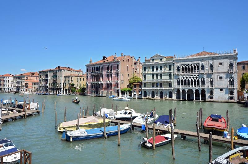 view from the living room of the Alba d'Oro on the Grand Canal in a sunny summer day - Alba D'Oro - Venice - rentals