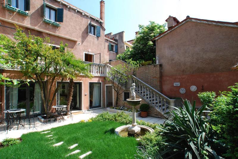 the private garden of the Calla apartment - Calla - Venice - rentals