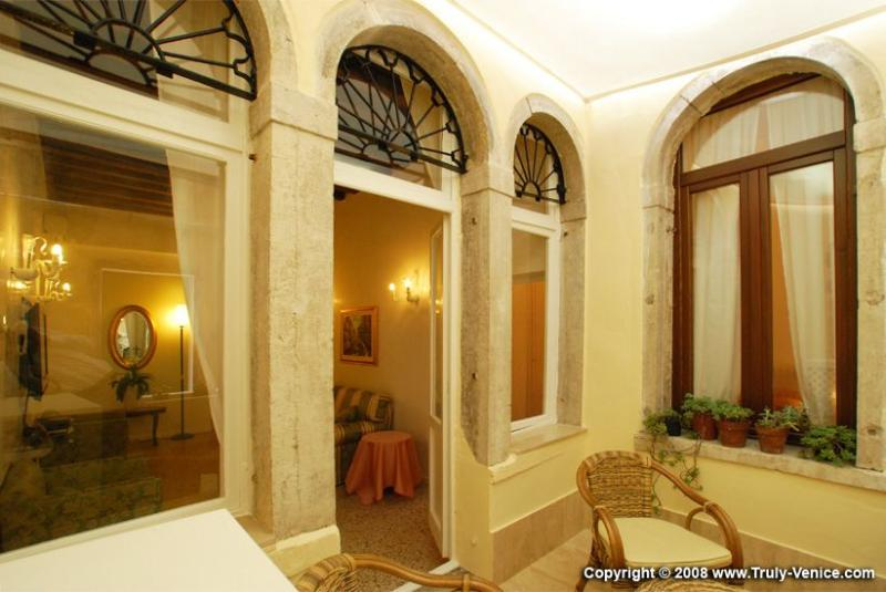 the romantic balcony of Le Gatte apartment, Venice - Le Gatte - Venice - rentals