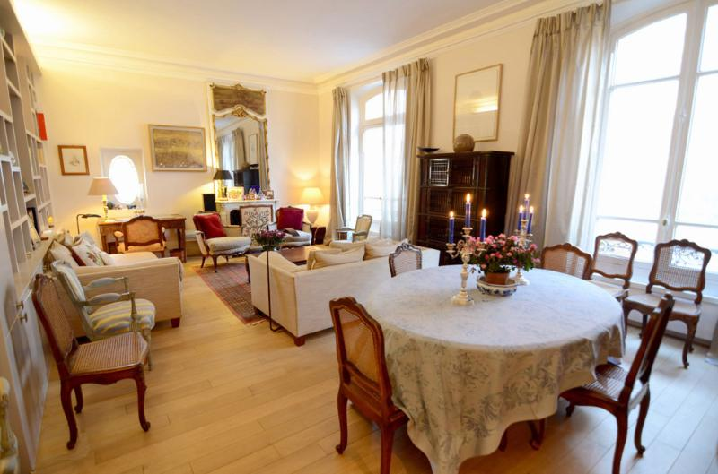 Opulent living room with bookshelves and large sofas - Paris Apartment with 2 Bedrooms at Rodin Museum - Paris - rentals