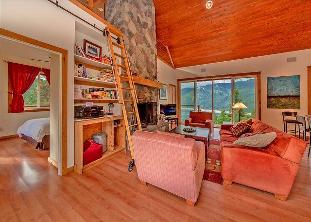 Grandview Hideaway - Private Hideaway with big views of the Lake and Mountains! *Fall Specials* - Cle Elum - rentals