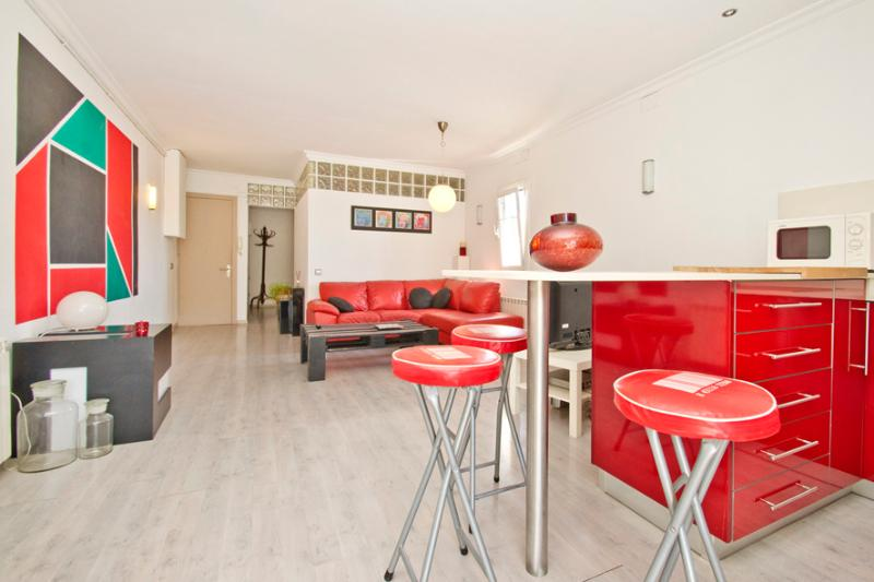 Living and dining areas - Cocoon apart. next to the beach & center - Barcelona - rentals
