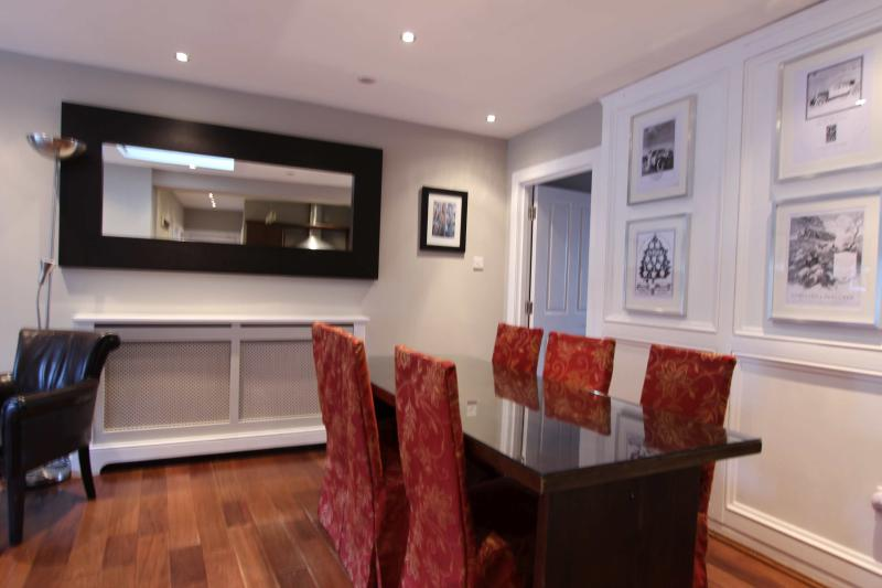 The dining area with seating for 6 - Edinburgh Apartments Ltd - Haymarket apartment - Edinburgh - rentals