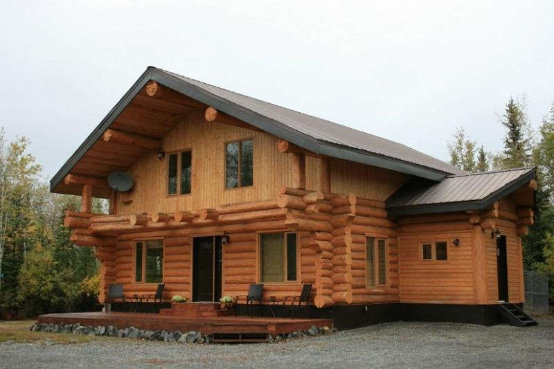 Large, spacious deck with patio furniture and BBQ - Beautiful Log Home with Stunning Mountain Views - Haines Junction - rentals