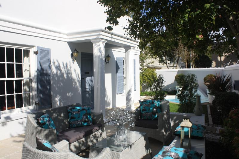 Front Patio with outdoor entertainment seating - Pelham Place in Newlands, CAPE TOWN - Cape Town - rentals