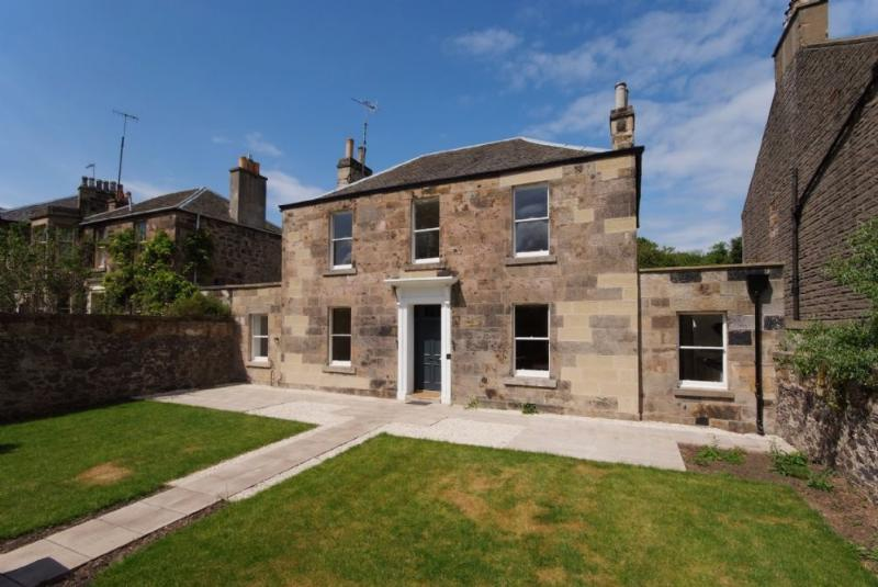 LAKESIDE HOUSE, Old Church Lane, Edinburgh, Scotland - Image 1 - Edinburgh - rentals