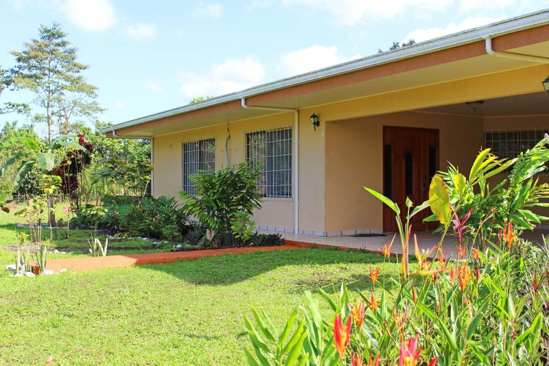 Welcome to Casa Bonita! New landscaping around the house. - Welcome to Casa Bonita!! - La Fortuna de San Carlos - rentals