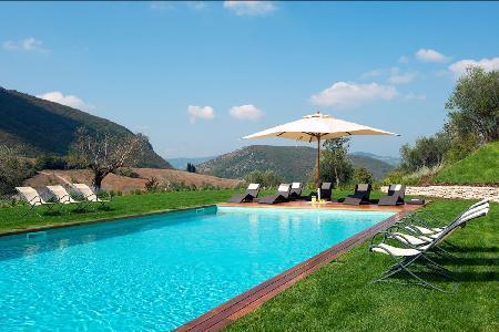 Inspiring Villa Caminata offers lush gardens, incredible views and maid service - Image 1 - Perugia - rentals
