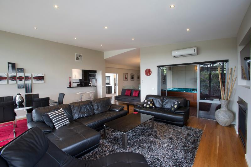 Open Floor Plan, Fully furnished luxury - Ian Road Apartment  2 Bedroom suite. Mt Martha Vic - Mt Martha - rentals