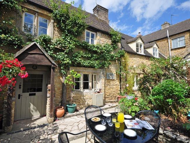 Formerly two cottages now one spacious residence - PTREE - Bourton-on-the-Water - rentals