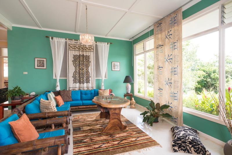 Parte de la sala de estar ( internet inalhambrico),panorama - 8 BR Casa Vista Golfo tropical mountain refuge - San Ramon - rentals