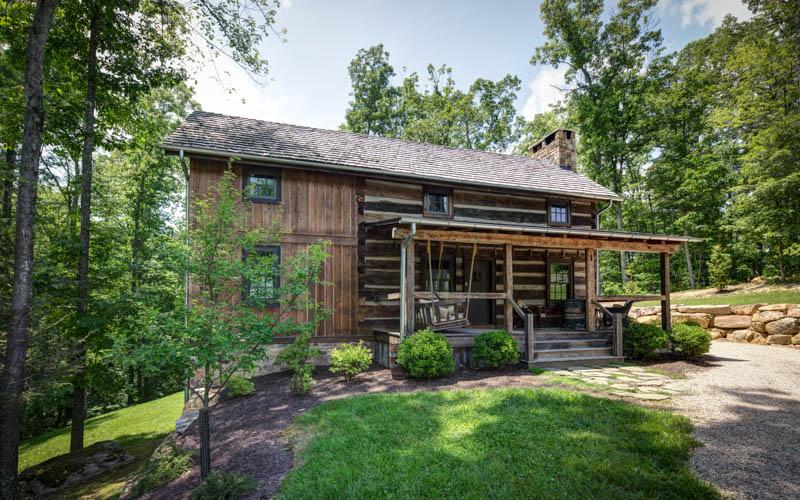 Gorgeous 3 bedroom antique log cabin situated in the Delafield Rise neighborhood in Hot Springs - Image 1 - Hot Springs - rentals