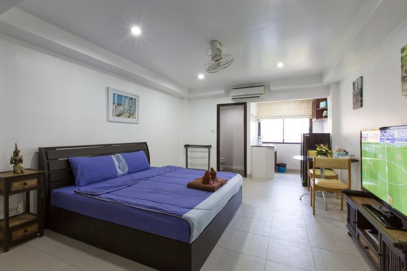 studio for 3 - (B7215) Studio with City View and Kitchen (3 Adult - Patong - rentals