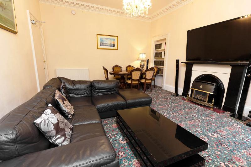 Large grange apartment - Image 1 - Edinburgh - rentals