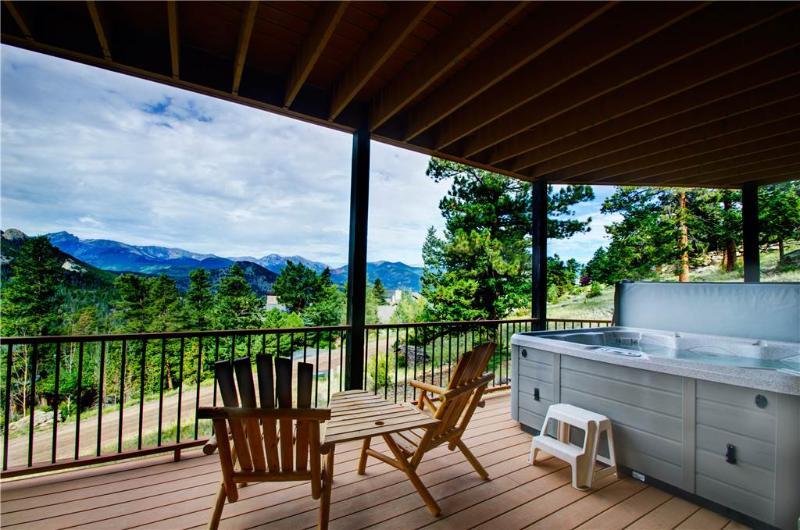 Garlands Alpine Lodge: Panoramic RMNP Views, Hot Tub, Pool Table, Wildlife - Image 1 - Estes Park - rentals