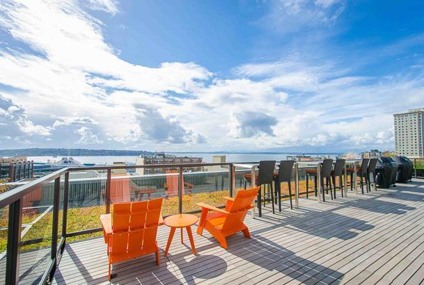 Stunning Rooftop Deck with beautiful views - BBQ - Modern 1 BR - Walk to Pikes Place - Seattle - rentals