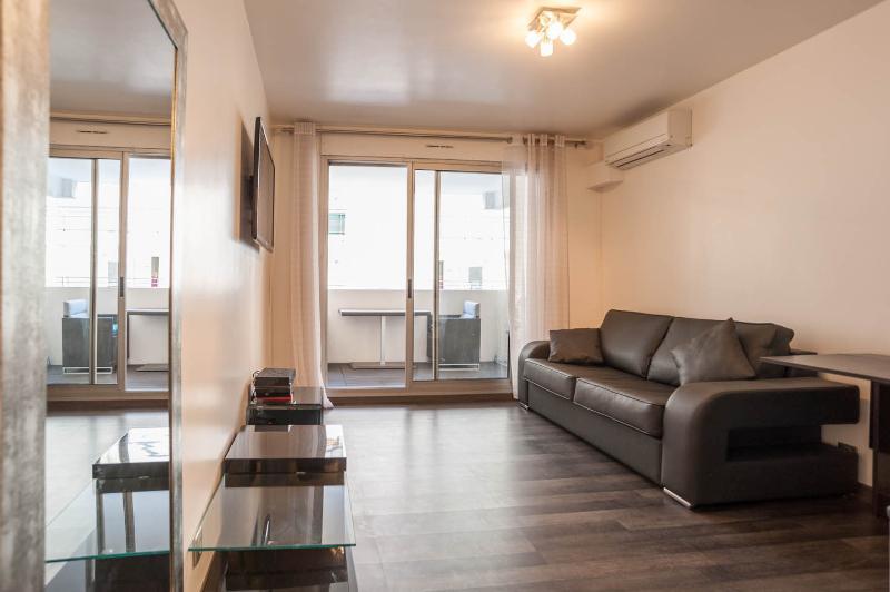 Outstanding 1 Bedroom Apartment in Heart of Juan les Pins - Image 1 - Juan-les-Pins - rentals