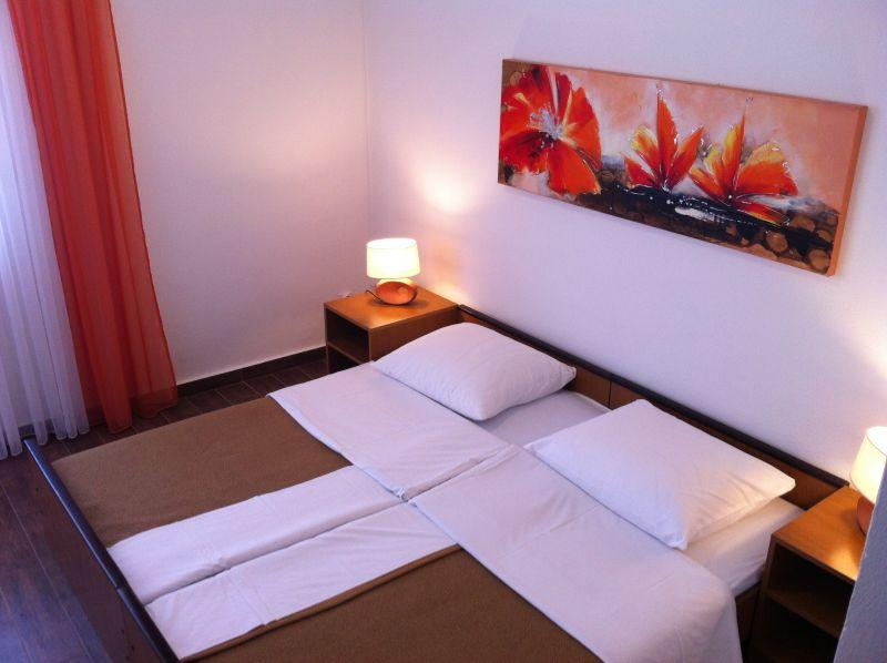 Rooms Nediljka - 24531-S17 - Image 1 - Rovanjska - rentals