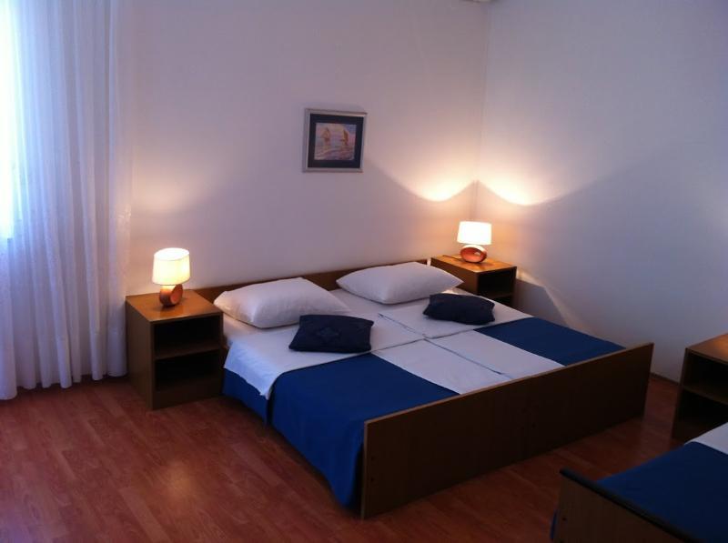 Rooms Nediljka - 24531-S20 - Image 1 - Rovanjska - rentals