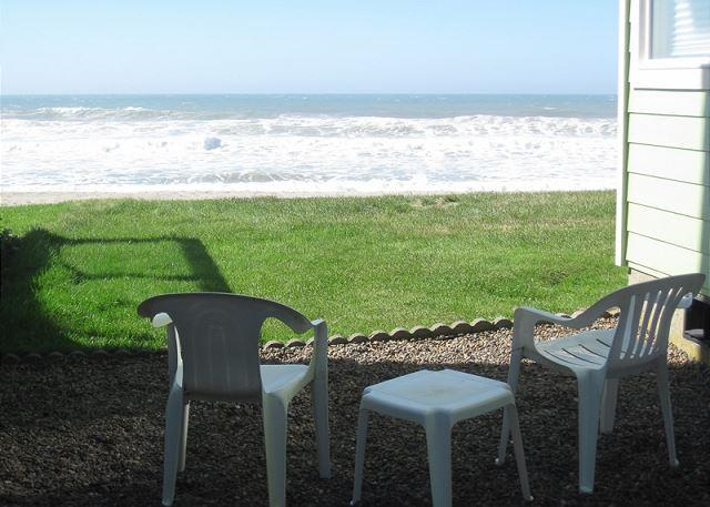 Green Onion Cottage-Cozy, Ocean Front Cottage Perfect for a Romantic Retreat - Image 1 - Lincoln City - rentals