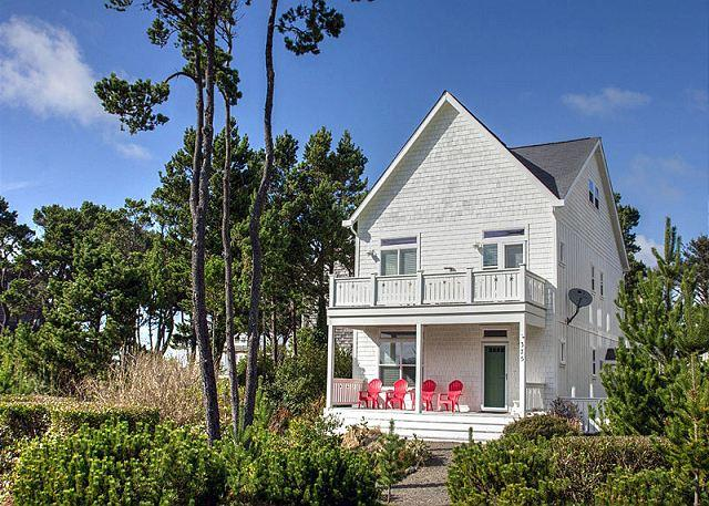Beautiful Bella Beach Home w/ Ocean Views, Great Amenities, Close to Beach - Image 1 - Lincoln City - rentals