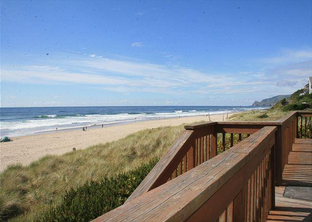 Paradise Cove Ocean Front, Direct Beach Access, Great for Families w/Children - Image 1 - Lincoln City - rentals