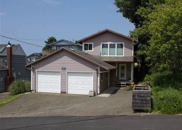 Beautiful Roads End Home with Ocean Views, Hot Tub, & Fire Pit - Image 1 - Lincoln City - rentals