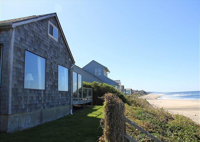 Spectacular Ocean Front Home in Roads End - Image 1 - Lincoln City - rentals