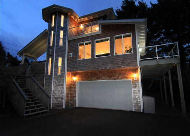 Contemporary Roads End Home 3 Blocks Away from Easy Beach Access - Image 1 - Lincoln City - rentals