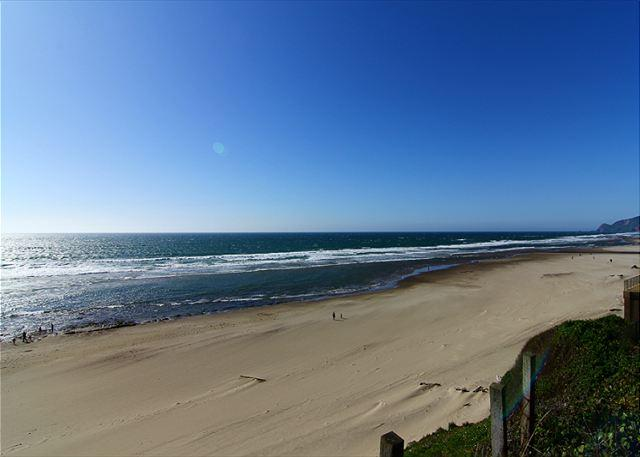 D Kite House-Beautiful 3 Bedroom, 2 Bathroom Ocean Front Home - Image 1 - Lincoln City - rentals