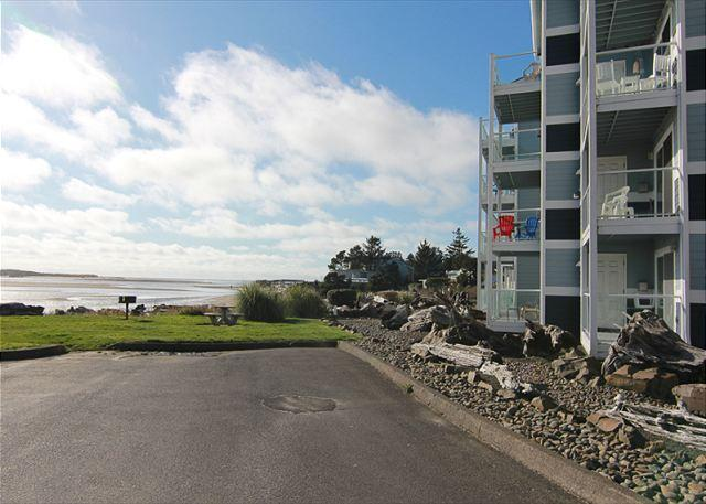 Bay Front Condo w/ Stunning Bay & Oceanviews, Shopping, Dining, Beach Nearby - Image 1 - Lincoln City - rentals