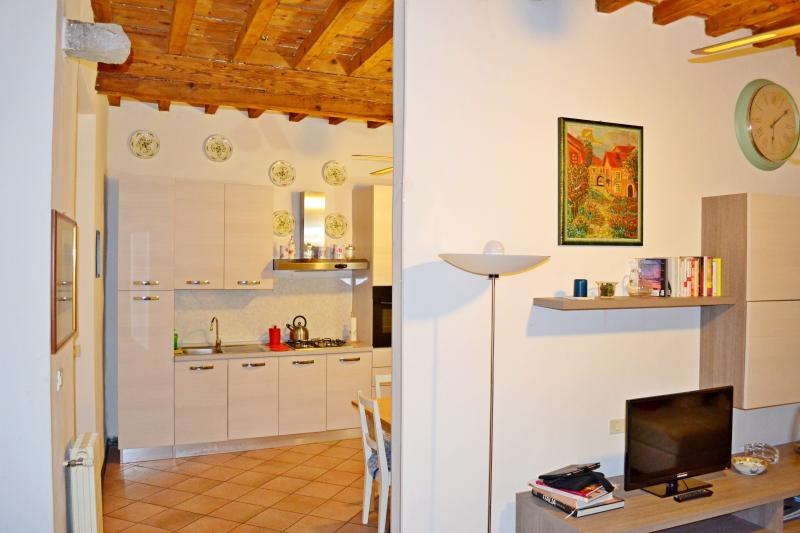 Antique, Charming Apartment in Historical Florence Center - Image 1 - Florence - rentals