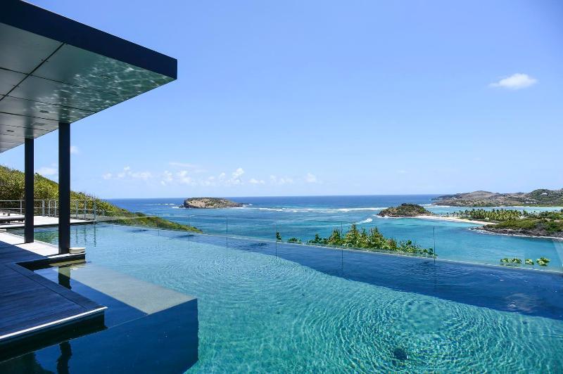 Stunning 4 Bedroom Villa with large Infinity Pool in Montjean - Image 1 - Marigot - rentals