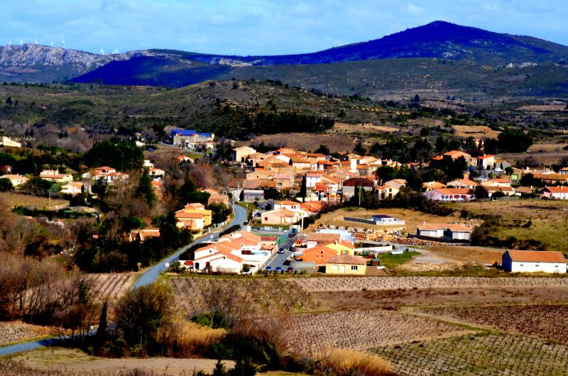 View of our village, St. Jean de Barrou in the heart of the Corbieres wine region. - Stone French Winemakers House - Saint-Jean-de-Barrou - rentals
