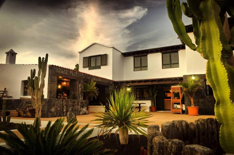 Casa Perdomo, luxury house between vineyards - Image 1 - Masdache - rentals