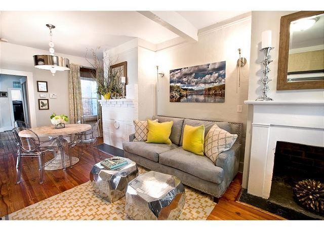 Living Room - 2 Bedroom Designer Cottage - Savannah - rentals