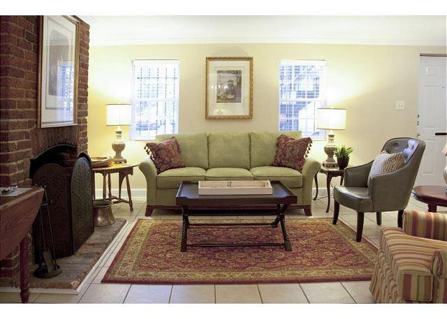 Beautiful one bedroom with a  view of historic Chatham Square - Image 1 - Savannah - rentals
