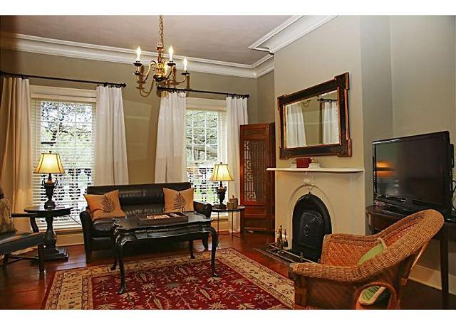 Living room overlooking Chatham Square - Perfect historic home for a family on vacation - Savannah - rentals