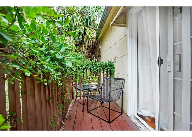 Historic carriage home with a garden view balcony - Image 1 - Savannah - rentals