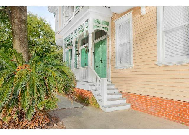 Exterior - Tasteful two bedroom right on historic Warren Square - Savannah - rentals