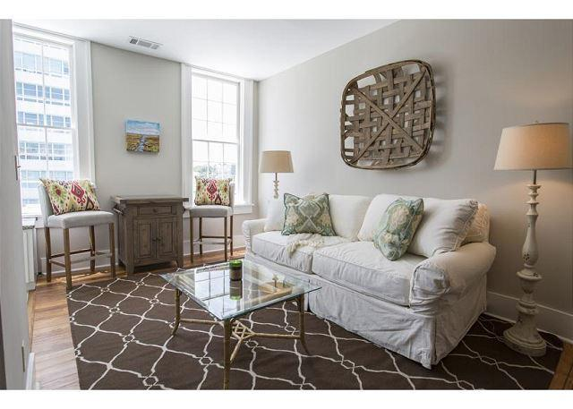 One bedroom home on Liberty Street with a King bed - Image 1 - Savannah - rentals