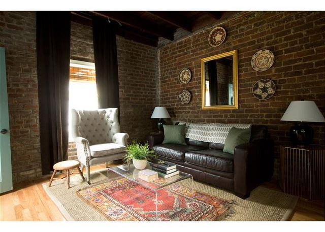 Beautiful carriage house, recently renovated with modern décor - Image 1 - Savannah - rentals