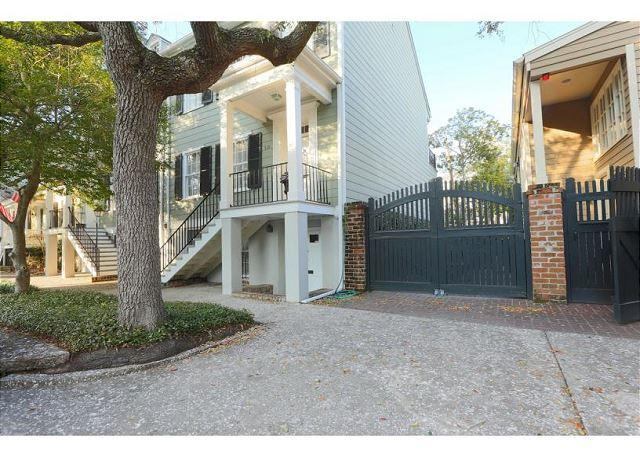 Garden home on a beautiful block in the historic district - Image 1 - Savannah - rentals