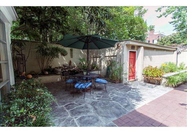 Large courtyard and private garage in this pet friendly home - Image 1 - Savannah - rentals